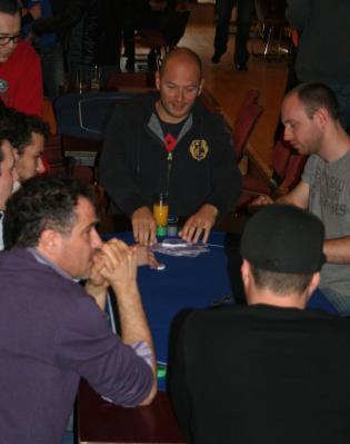 Fab en train de jouer (crédit Belgique Poker Radio)