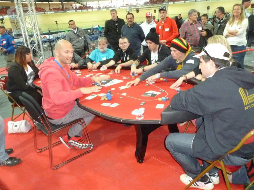 Fab en HU vs 8 joueurs (Yohan Diebold)